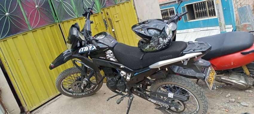 Vendo moto Victory MRX 250