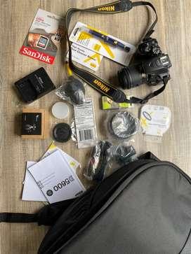 Nikon D5600 Con todo + Extras