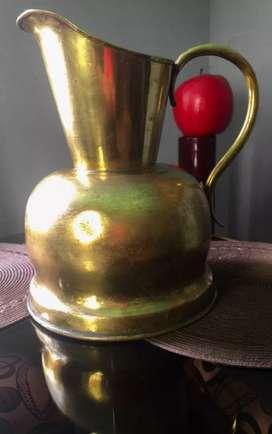 Jarra en bronce