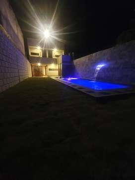 Casa moderna -colonial con piscina en chinacota