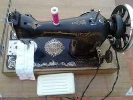 Máquina de coser con motor usada muy buena