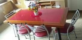 Mesa y 6 sillas .