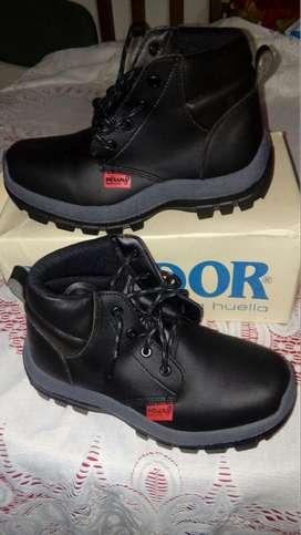 Par de botas kondor indiana (bidensidad dielectricas) color negro número 39 para entrega en Armenia Quindío