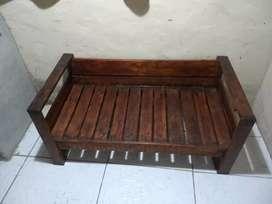Vendo sillón de para jardín o living echo de palets rústico de dos cuerpo 2.500 de uno 1.000