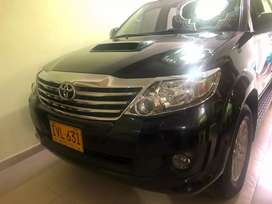 HERMOSA TOYOTA FORTUNER DISEL 4X4 FULL EQUIPO