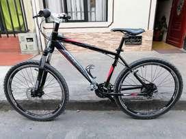Bicicleta todo shimano casi nueva talla M en aluminio