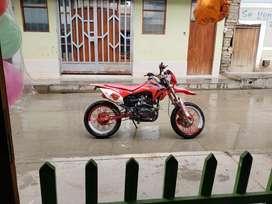 Vendo moto para enduro marca arsunt motor 200cc en buen estado s/3500