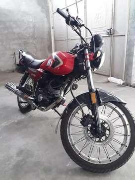 Vendo hermosa moto matrícula al día