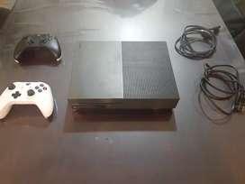 Xbox One S Edición Militar 1TB, más de 80 juegos, 2 mandos originales, todos los cables.