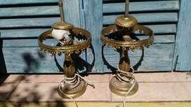 Dos veladores de bronce sin tulipa