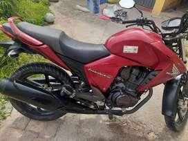 Se vende moto honda cb 150 invicta