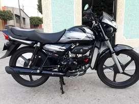 La  moto esta practicamente nueva