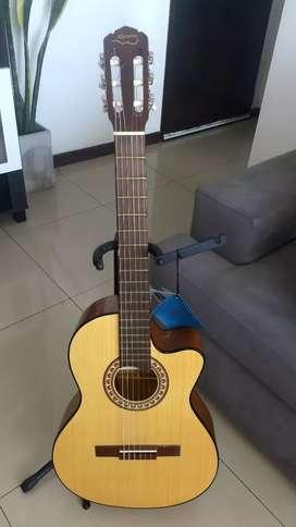 Guitarra marca Gracia m10 con ecualizador