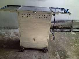 Asador de plancha en aluminio rodante.