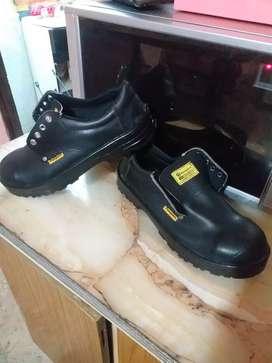 Zapatos de trabajo nuevos