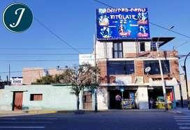 Propiedad ubicada en zona altamente comercial. Frente a Registros Públicos y Universidad Nacional en Tacna.
