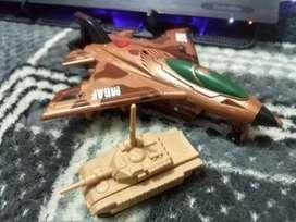 Avión de combate aéreo y tanque de guerra