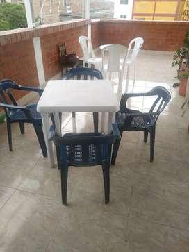 Vendo juego de mesas y sillas