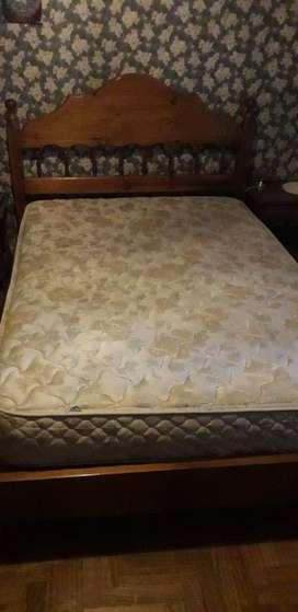 Cama y colchón de dos plazas (usado)