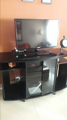 Urgente!!! Hermosa Mesa TV base giratoria, con estantes