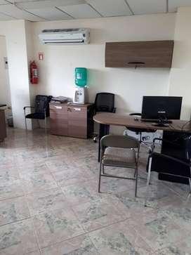 vendo oficina excelente ubicacion,66mt2 ventana a la calle, primer piso alto, AVE.FCO.DE ORELLANA