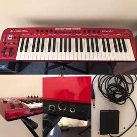 Teclado controlador MIDI Behringer U-CONTROL UMX490 + pedal de sustain