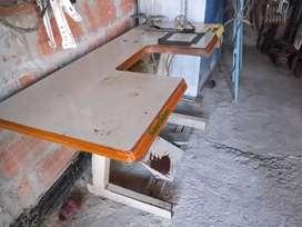 Mesa con motor de maquina de coser
