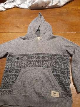 Suéter gris con capucha. Marca VANS. Talle S