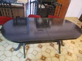 Mesa antigua extensible con seis sillas