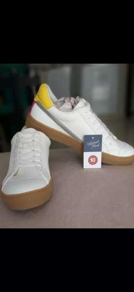 Zapatos universal thread blancos unisex
