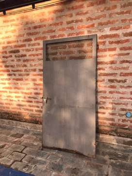 Puerta de hierro para exterior