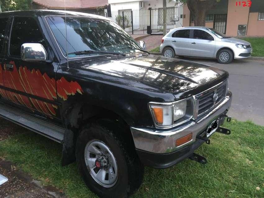 Toyota Hilux Sr5 4x4 DC 1999 0