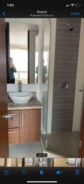 VENDO MUEBLE DE BAÑO (dos) para lavamanos, mesón en mármol y parte baja en madera con puertas SIN LAVAMANOS NI GRIFERIA