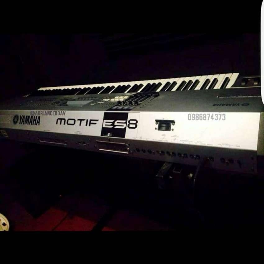 PIANO YAMAHA MOTIF ES 8 0