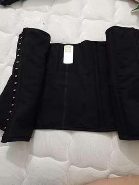 Vendo cinturilla  talla L por el valor 50000 pesos