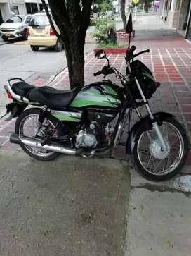 Vendo moto eco de Lux color negro ,verde