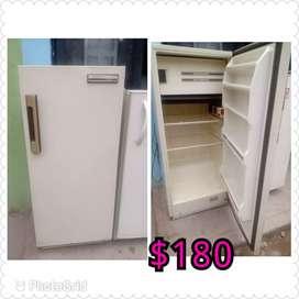 Sr vende lavadora en perfecto estado con 3 Meses de garantía incluye el domicilio sólo en soacha