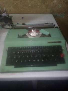 Máquina de Escribir Marca Omega 30
