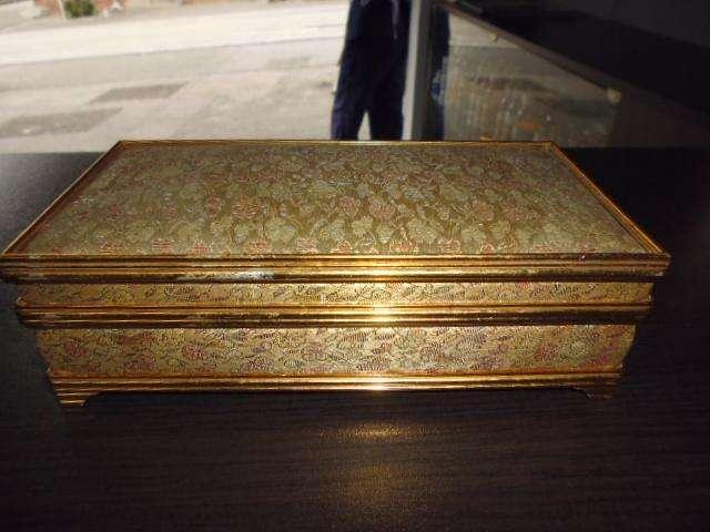 caja musical antigua tipo joyero de cuerda de 20cm ancho por5 cm alto