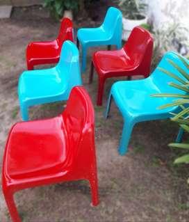 Juego de sillas en fibra de vidrio