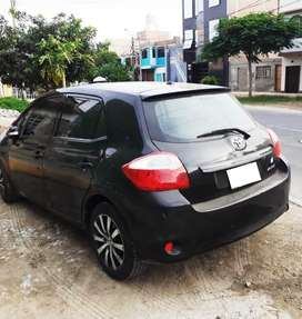 VENDO AUTO FAMILIAR TOYOTA YARIS HATCHBACK