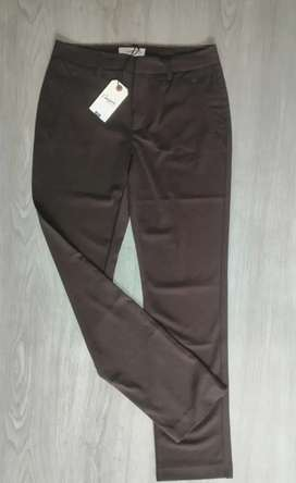 Pantalón Chevignon Original Talla 6 a muy buen precio
