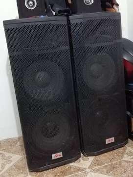 2 lindas cajas audiokin con 4 parlantes de 15 pulgadas