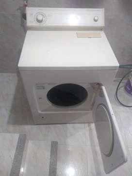 Se vende secadora a Gas marca Whirlpool