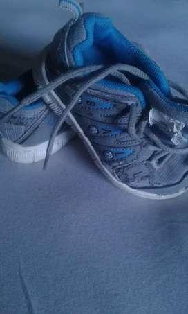 Vendo zapatillas de nene