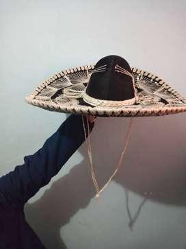 Sombrero mexicano de mariachi.