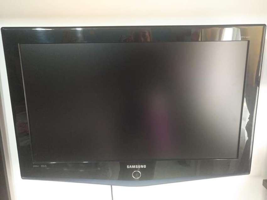 Vendo tv samsung 32 LCD 0