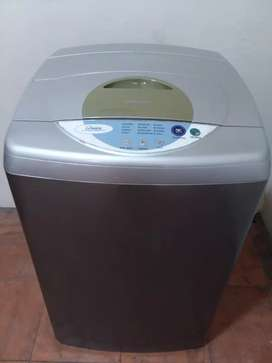 Lavadora digital Samsung apartamentera de 20 libras