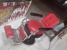 Vendo silla de barberia o para tienda de tatuajes antigua restaurada