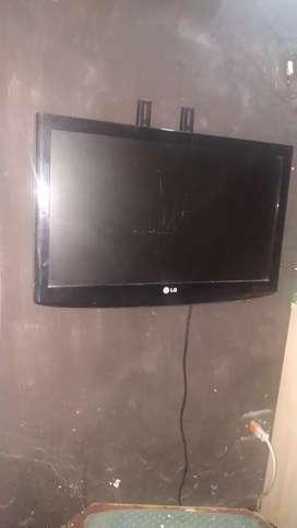 vendo o cambio Tv LG de 22 pulgadas con base para pared